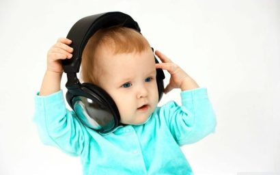 a-lovely-baby-listening-songs-funky-baby-walls-1024x640